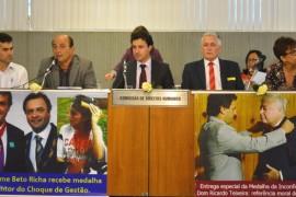 Parlamentares manifestam apoio aos professores do Paraná