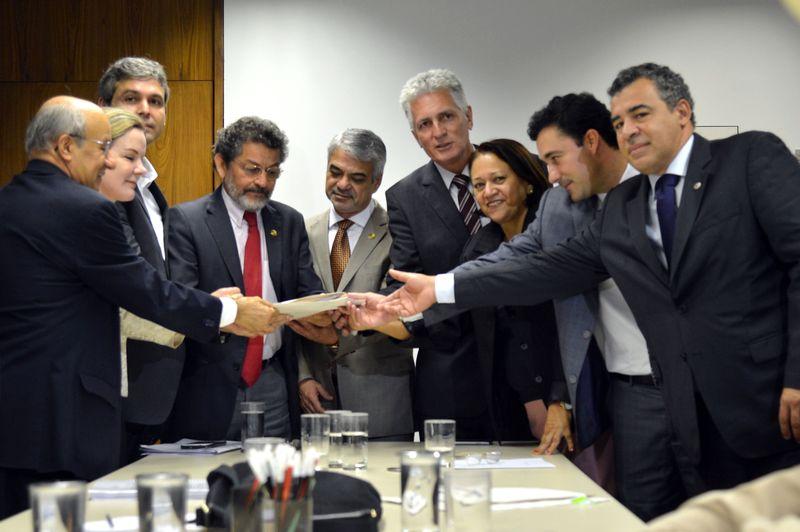 Brasília - Reunião na liderança do PT, presidida pelo senador e líder do Governo Humberto Costa, para tratar das contas do governo de Antônio Anastasia de Minas Gerais, durante o seu governo (Antônio Cruz/Agência Brasil)
