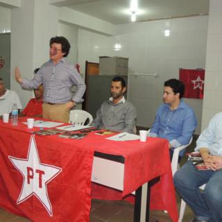 """Em Itabira, deputados petistas falam em """"golpe"""" e recomendam resistência"""