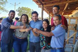 Comunidades de Bocaiuva recebem equipamentos para minipadarias e um trator