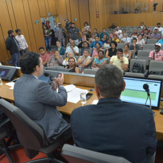 Deputados pedem suspensão do edital que licencia ambulantes em BH