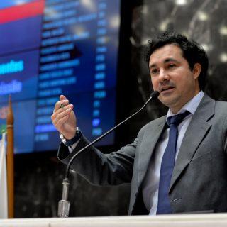 Cristiano Silveira defende remuneração justa pra todos os servidores públicos